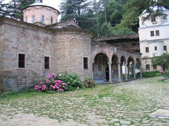 """Троянският манастир и """"Орешака"""" предлагат културно-исторически туризъм за семейства с деца"""
