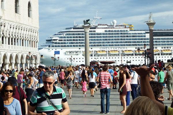 Венеция въвежда данък за краткосрочни туристически посещения