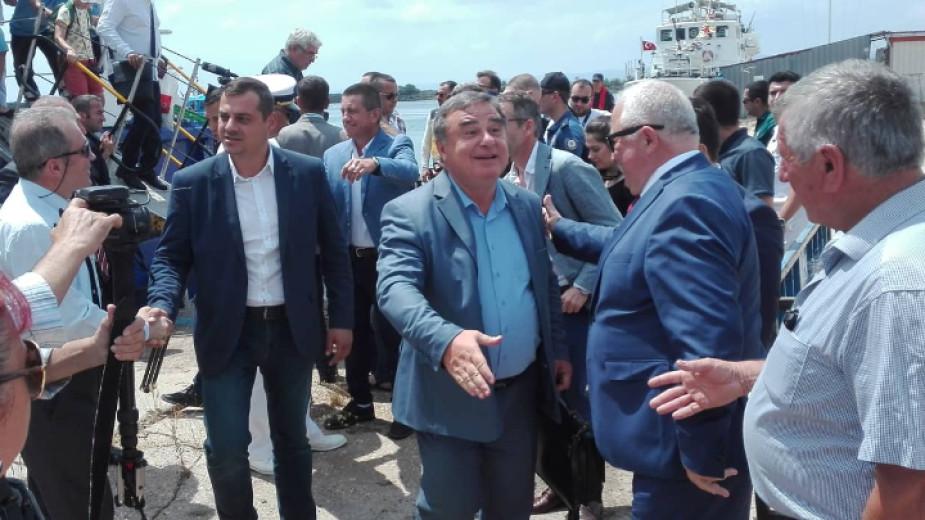 Катамаран ще вози пътници за 4 часа от Бургас до Истанбул