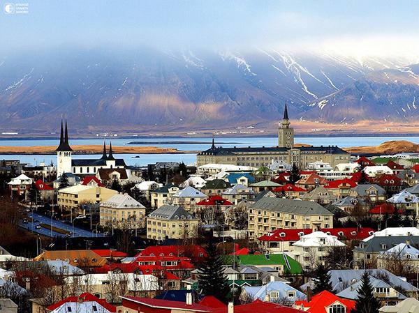 Ще си върне ли Исландия туристите след фалита на Wow Air?