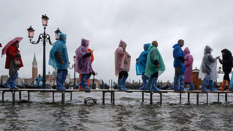 Венеция бе залята от най-голямото наводнение за последните 50 години