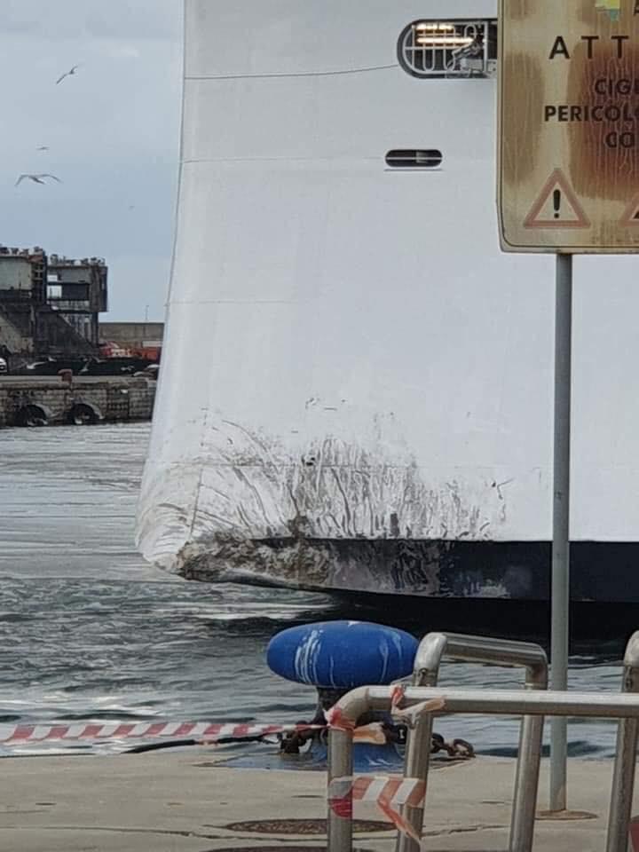 Новият круизен кораб MSC Grandiosa се блъсна в пристан