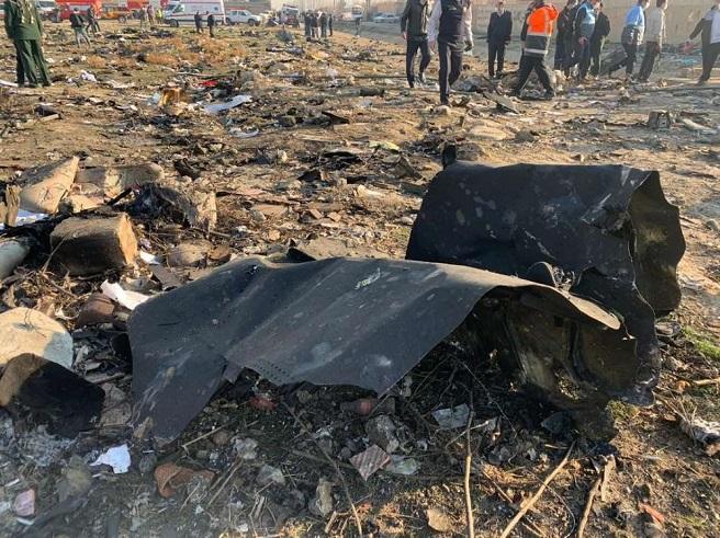 Украински самолет катастрофира след излитане в Иран, загинаха всички 176 човека на борда