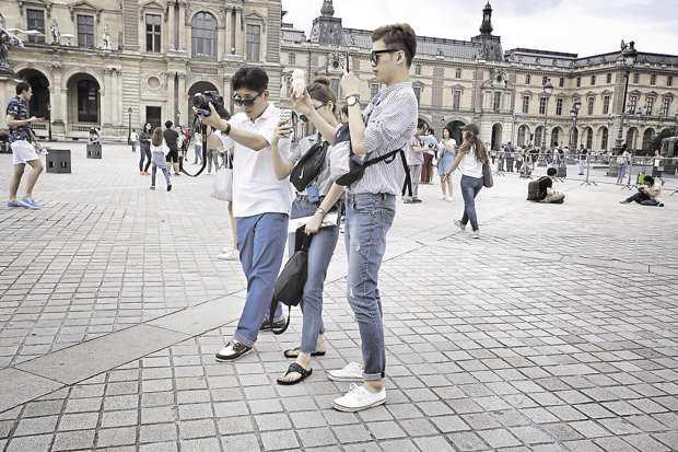 Коронавирусът изпразни парижките хотели от китайски туристи