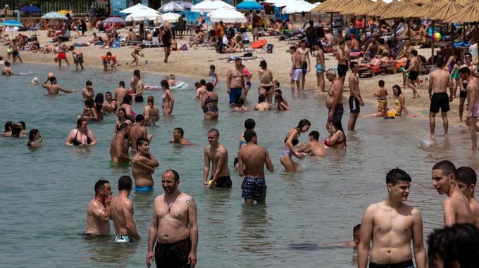 Гърция ще посреща чуждестранни туристи от 15 юни, но не и от Великобритания