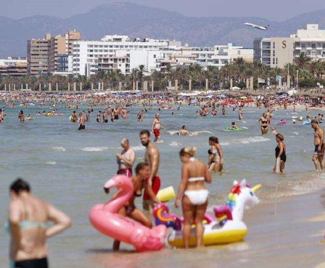 Германски лекари предупреждават за втора коронавирусна вълна заради летния туристически сезон