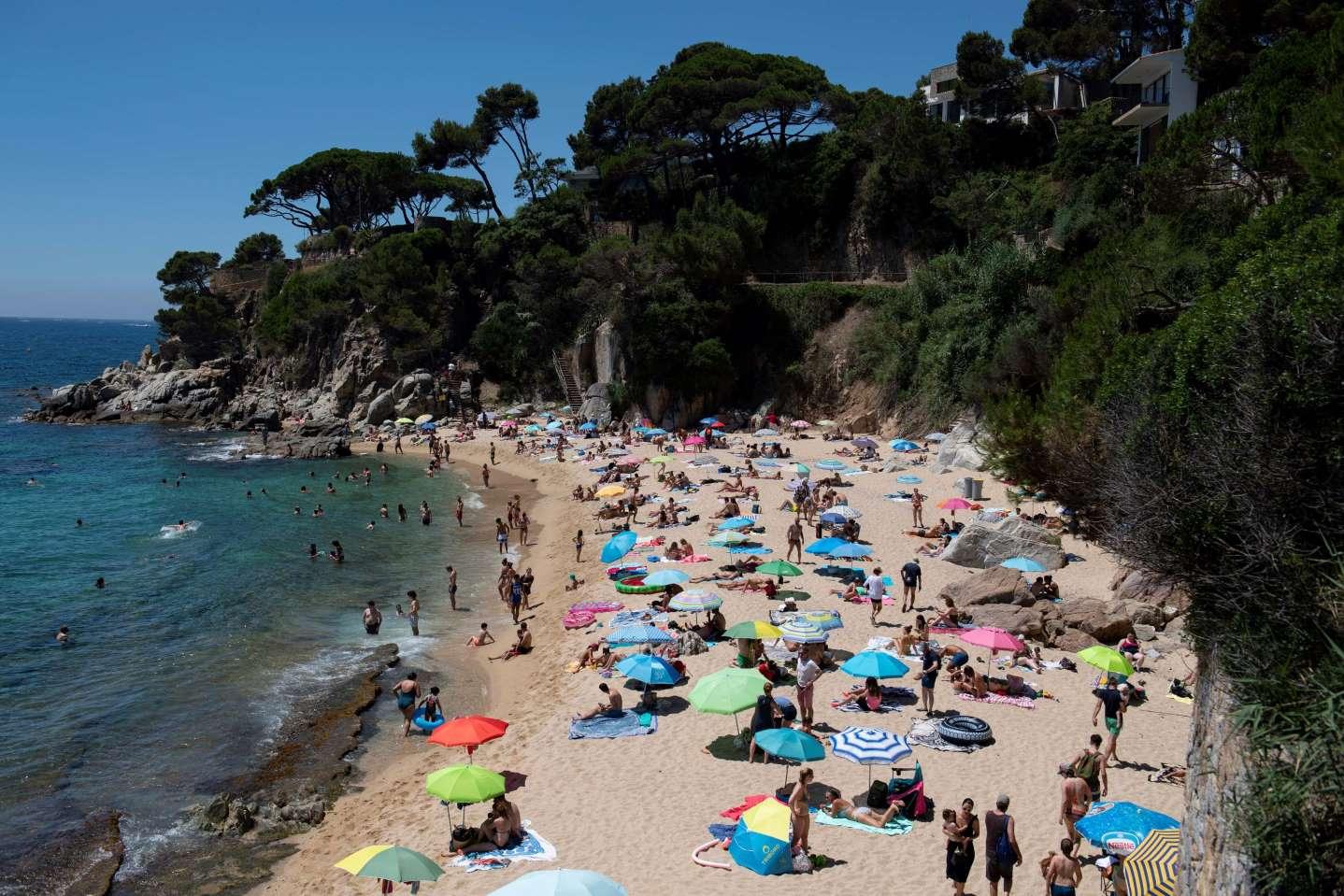 """Популярни испански плажове бяха """"принудени да затворят поради пренаселеност"""""""