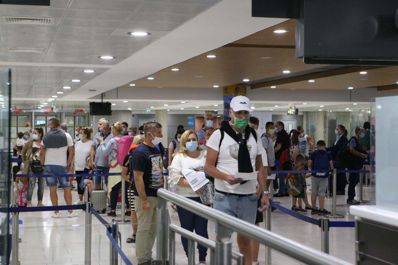 Кипър наложи карантина на пристигащи от България