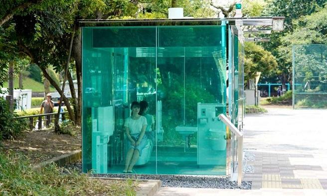 """""""Прозрачни тоалетни"""" бяха поставени в паркове в Токио"""