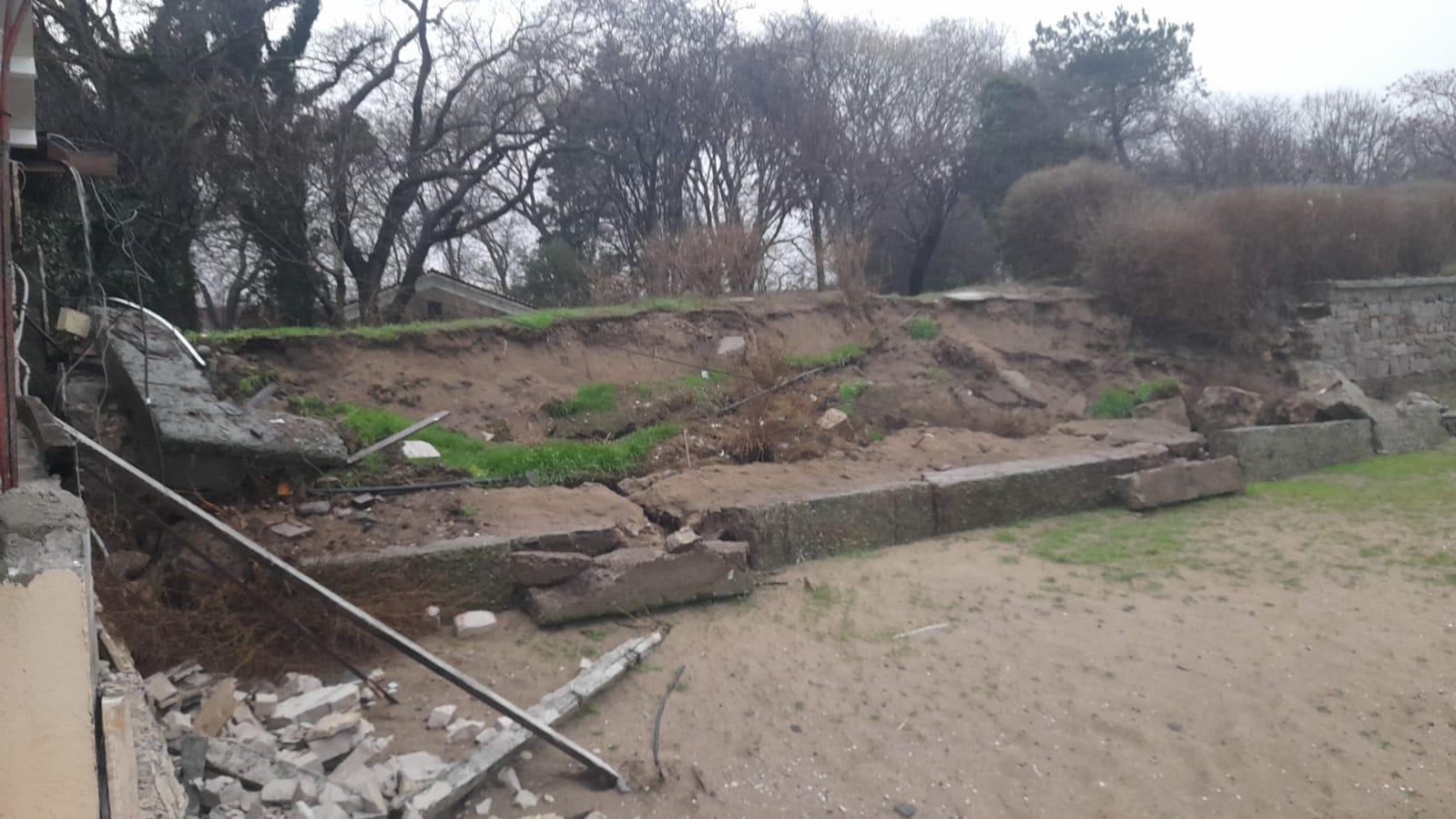 Плажовете на Созопол бяха отнесени от лошото време