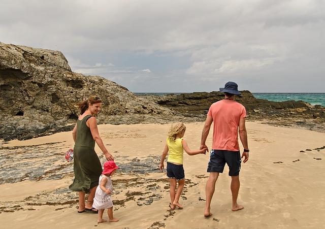 TUI, easyJet и Thomas Cook с ръст на резервациите след като на Острова бе обявена пътна карта за излизане от локдауна