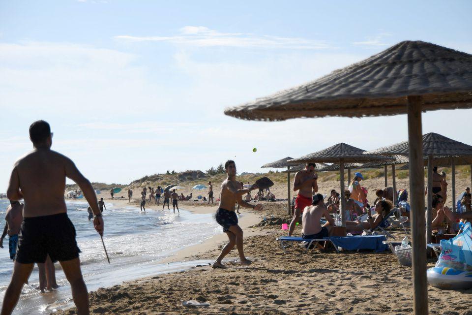 Гръцкият туризъм е изправен пред напрегнато лято