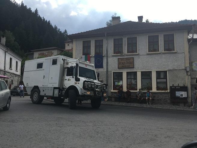 Швейцарец опита да паркира камион-кемпер в центъра на Широка лъка