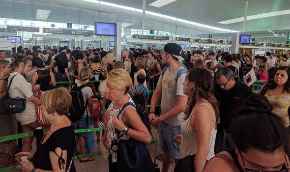 До хаос водят мерките за сигурност на летището в Барселона