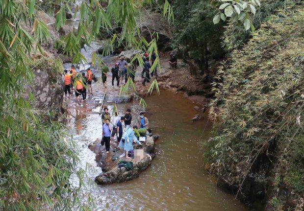 Британски туристи загинаха, завлечени от водопад във Виетнам