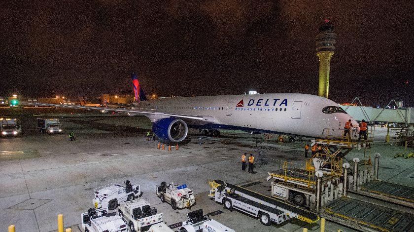 """""""Делта еърлайнс"""" поиска обезщетение заради авария на летище"""