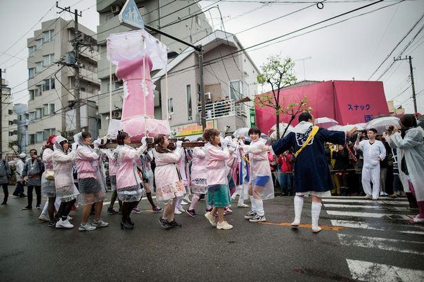 Японски град привлича туристи с почит към фалоса
