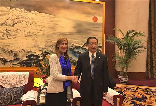 Министър Ангелкова се срещна с китайския си колега по време на Генералната асамблея на СОТ