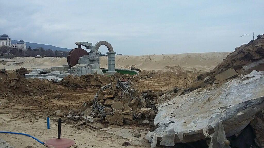 "Близо 1500 кв. м. бетон бяха премахнати от плаж ""Слънчев бряг-север"""