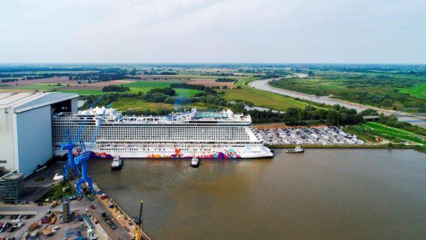 В Германия пуснаха на вода луксозен круизен кораб на азиатска компания