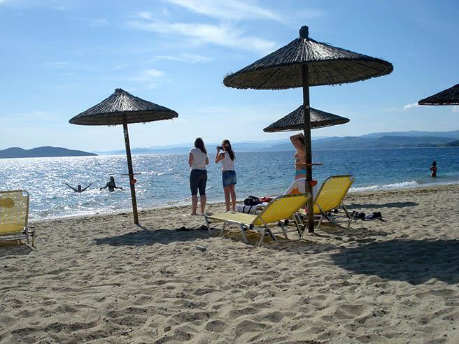 Българи (и плажове) на две морета*