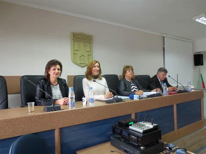 Министърът на туризма Николина Ангелова провери готовността за зимния сезон в курорта Боровец