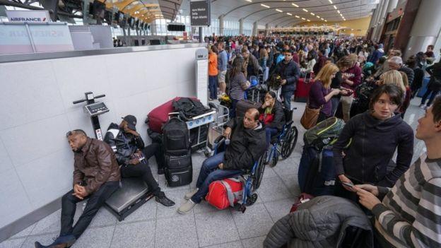 Срив в електрозахранването блокира хиляди на летището в Атланта
