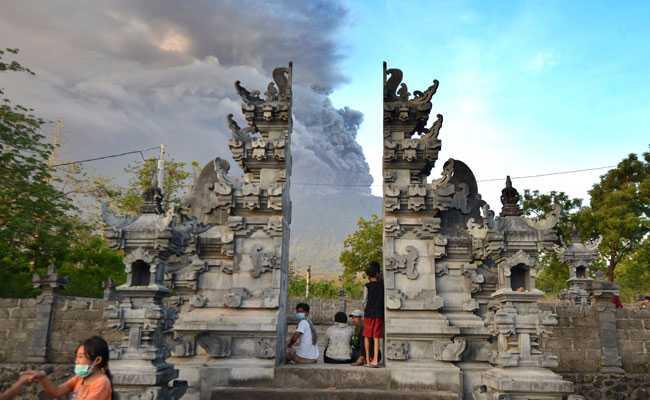 Изригнал вулкан осуети полети до Бали