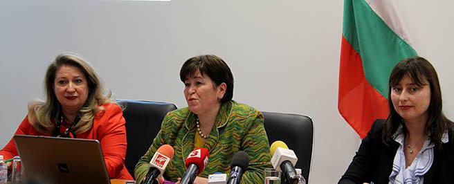 """""""Плажните мини"""", заложени от Ангелкова, започнаха да избухват една след друга"""