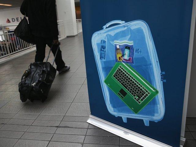 Авиационният регулатор на САЩ поиска глобална забрана на лаптопите в багажа на пътниците