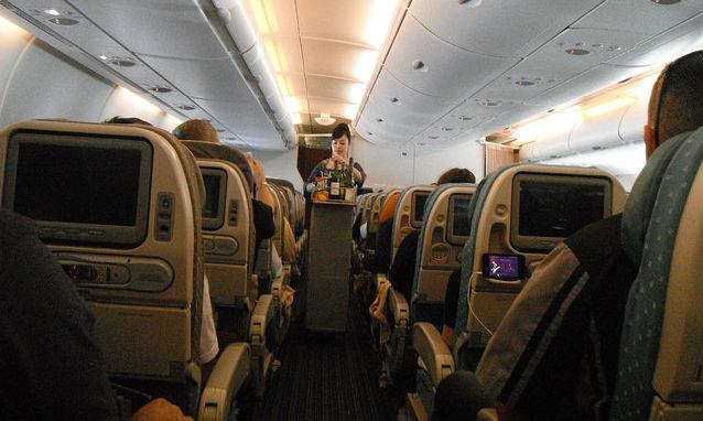 Балеарците искат забрана на алкохола във всички полети до техните острови