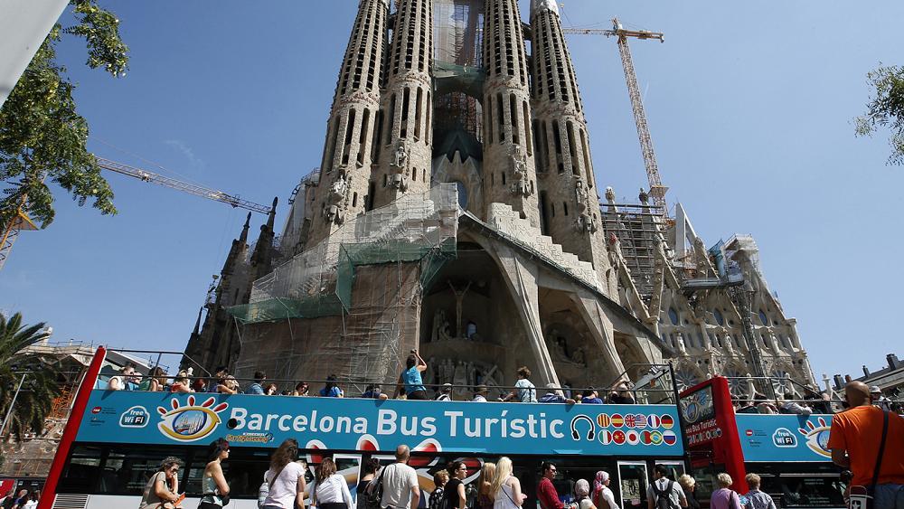 Кметът на Барселона реши да върне града на местните жители