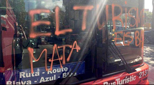 Маскирани мъже нападнаха туристически автобус в каталонската столица