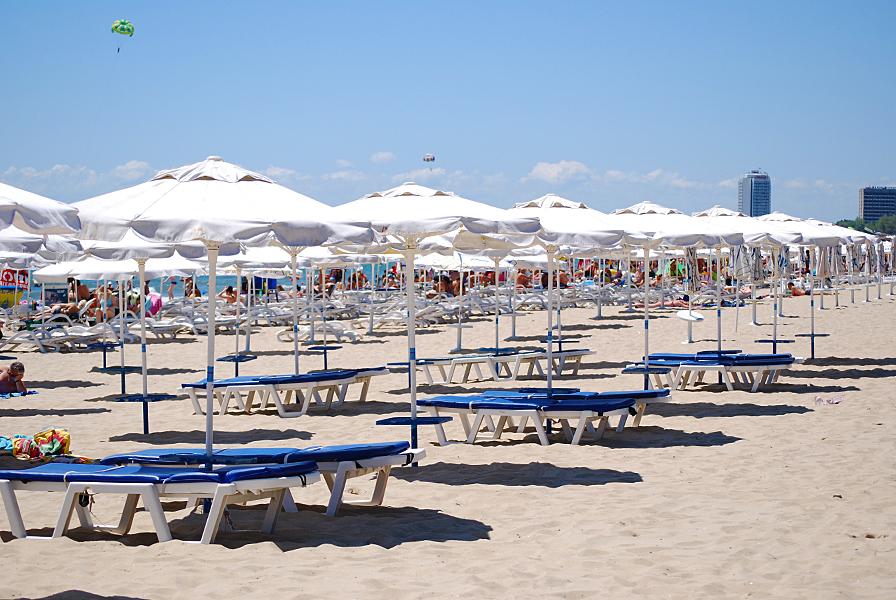 Подготвят плажовете за предстоящия летен сезон