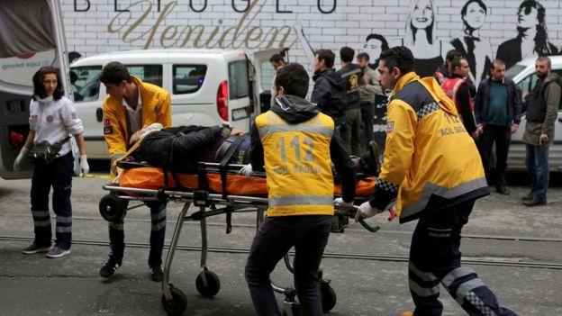 Атентатор-самоубиец се взриви в оживена търговска зона на Истанбул