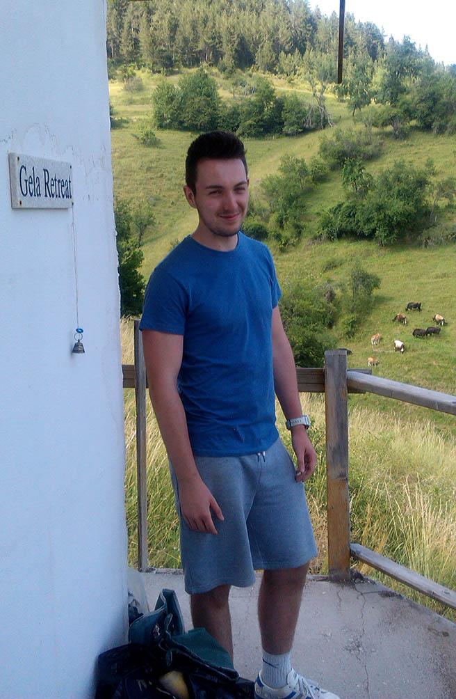 Млад британец тренира в Гела за планинското бягане до връх Перелик