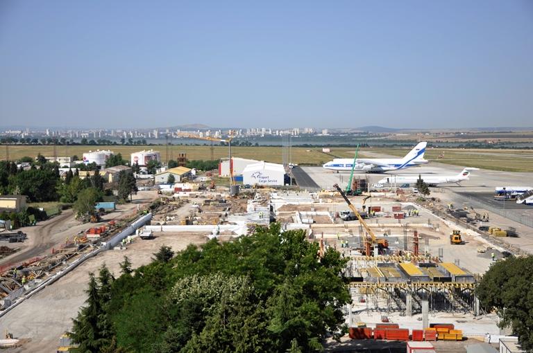 Летище Бургас е затворено за полети заради излязъл от пистата самолет