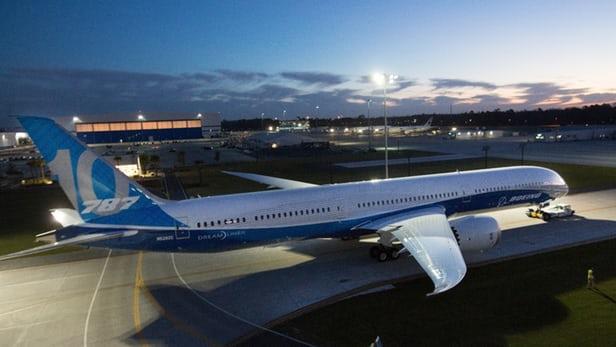"""Авиоконцернът """"Боинг"""" представи най-големия си самолет от серията Dreamliner"""