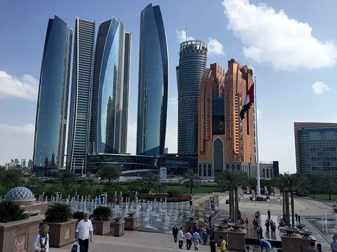 Дубай цели да посреща два пъти повече туристи до пет години
