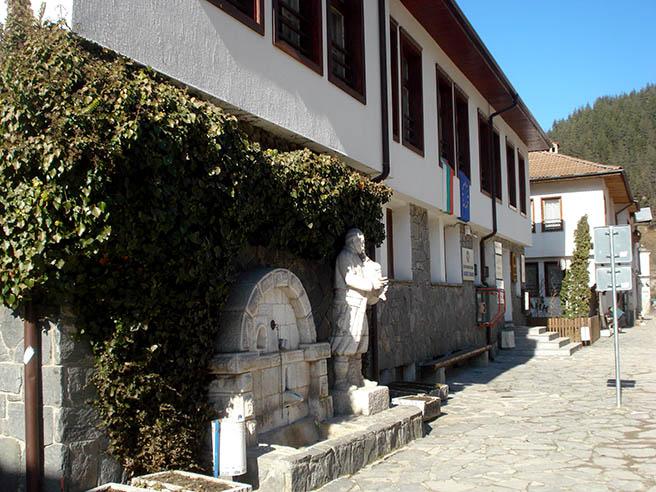 http://www.infotourism.net/documents/gaidar_pametnik_16848.jpg