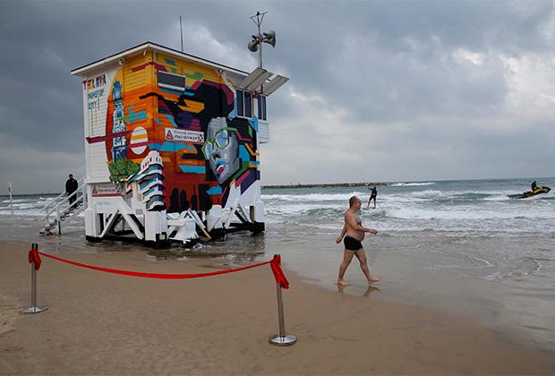 Откриха хотел на върха на спасителен пост на плажа