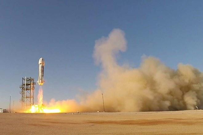 Джеф Безос иска да изпрати туристи в космоса още през 2018 г.