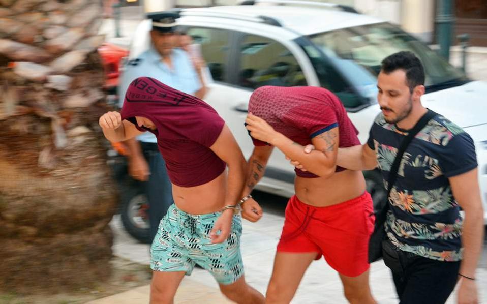 Убийство на турист на гърцкия остров Закинтос изправя 11 души пред съд