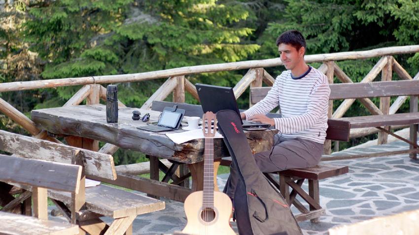 """Две в едно: почивка и """"работно място"""" сред природата"""