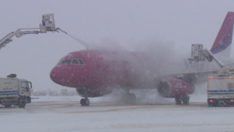 Самолет на нискотарифна авиокомпания поиска да се върне аварийно на Летище София