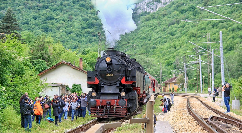 Ретровлак ще вози туристи по Лазаровден и Цветница