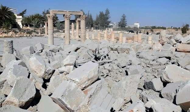 Ислямска държава разпространи снимки на разрушения храм в Палмира