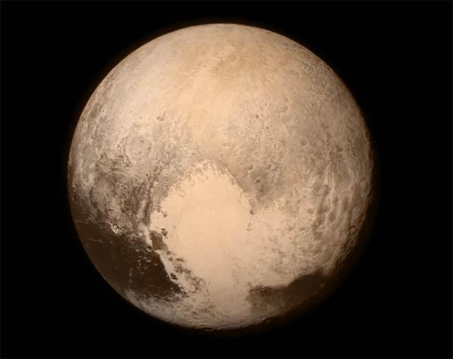 """Космическият апарат """"Нови хоризонти"""" засне Плутон отблизо"""