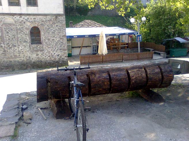 Кметът на Широка лъка откри паркинг за... планински велосипеди
