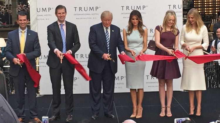 Кандидат за Белия дом откри новия си хотел във Вашингтон